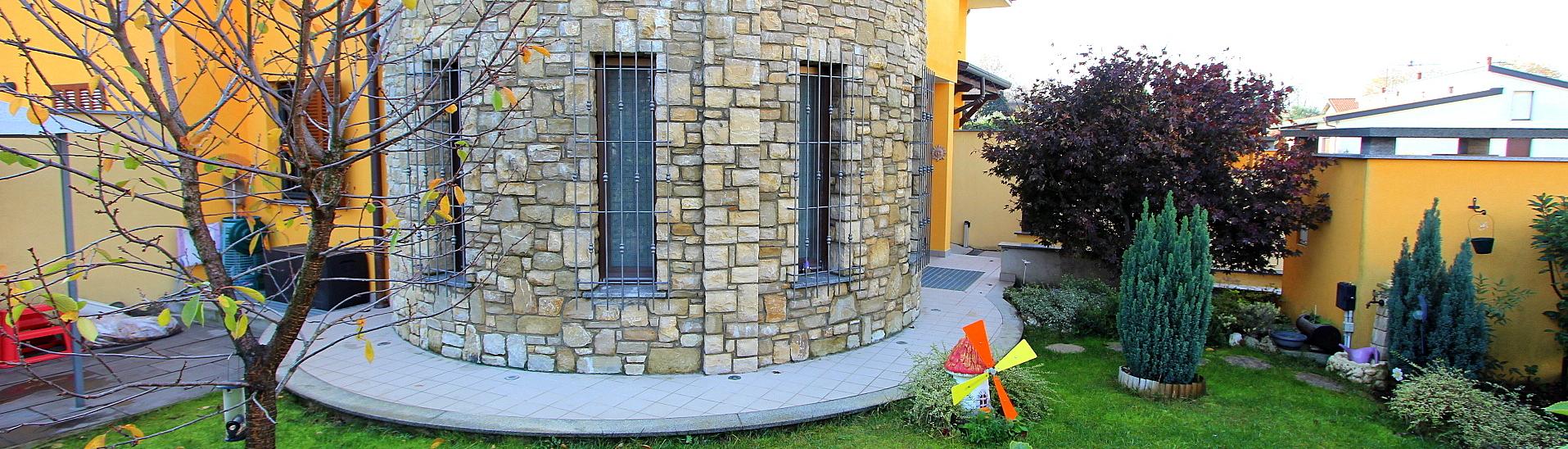 Villa come nuova con giardino riservato