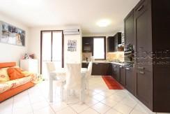 Elegante appartamento con terrazzo in piccola palazzina