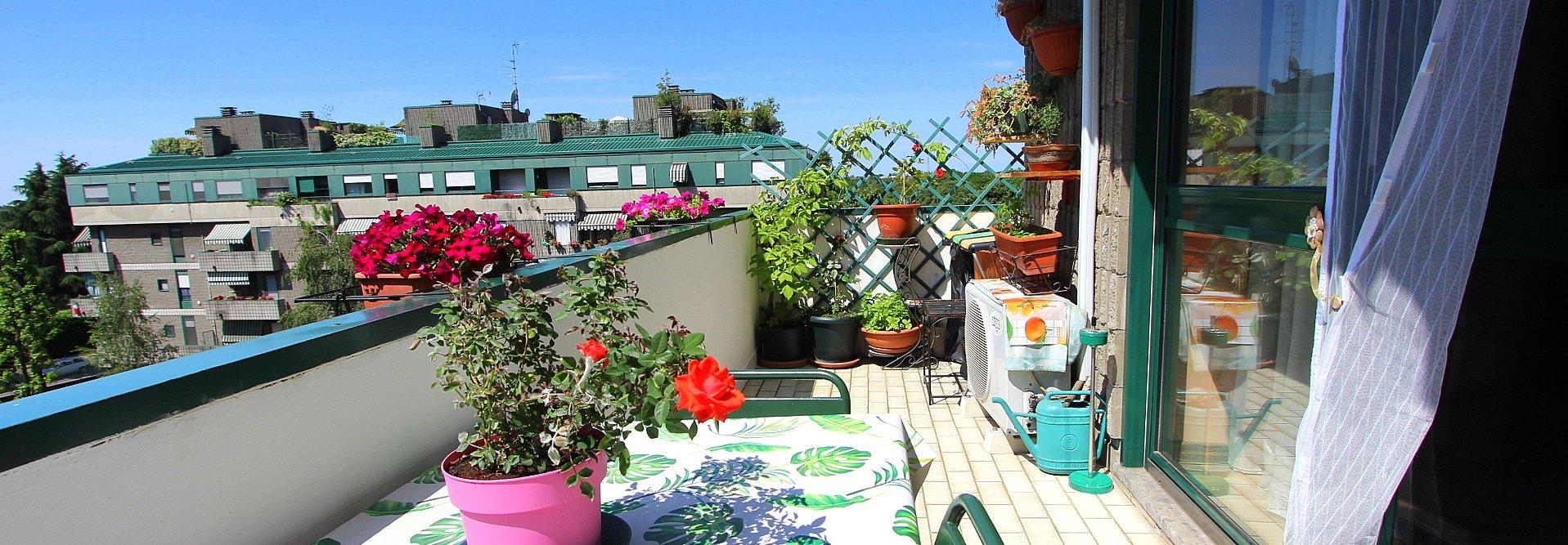 Appartamento con terrazzo e doppi servizi cantina e box